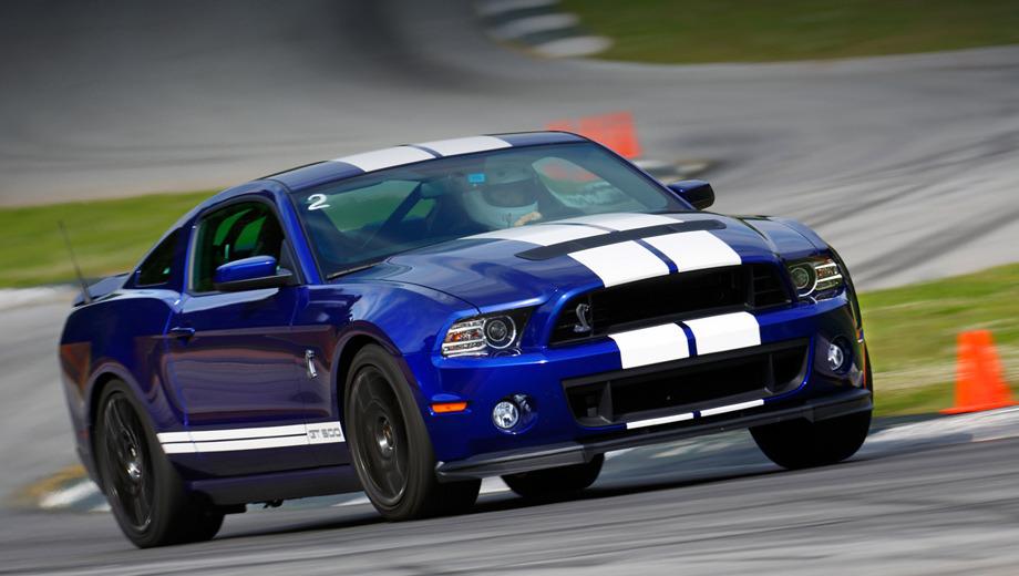 Ford mustang,Ford mustang shelby gt500. Заднеприводный Shelby GT500, оснащённый шестиступенчатой «механикой» Tremec, способен разогнаться до 322 км/ч.