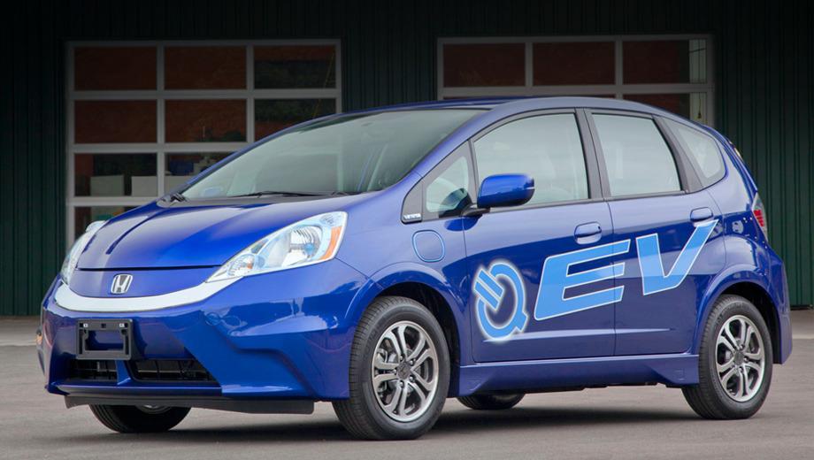 Honda fit ev. Пятидверка Honda Fit EV оснащена мотором мощностью 92 киловатта. Севший аккумулятор новинки можно полностью зарядить от розетки с напряжением 240 вольт всего за три часа.