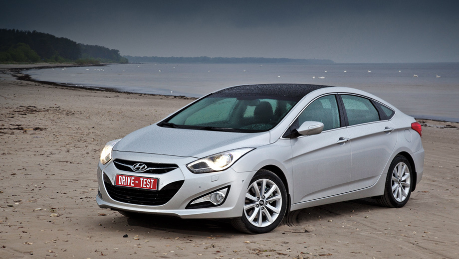 Hyundai i40. Заказы на Hyundai i40 в России принимают с марта 2012 года, а с тех пор продано 160 седанов. Планы на этот год скромные — меньше 1000 машин. Для сравнения, за 2011 год россияне купили 3754 четырёхдверки Hyundai Sonata.