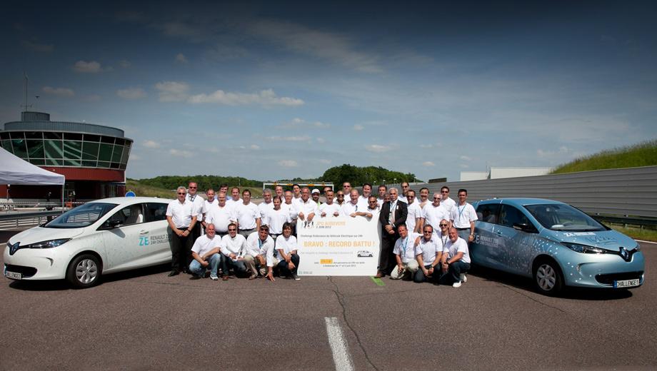 Renault zoe ze,Renault zoe. В течение 24 часов за рулём автомобилей сменяли друг друга 15 водителей.