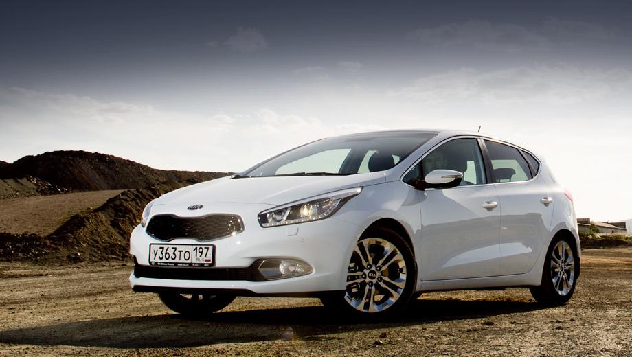 Kia ceed. В топовой комплектации Premium автомобиль обойдётся в заоблачные 959 900 рублей. Это за машину со 130-сильным двигателем и «автоматом».