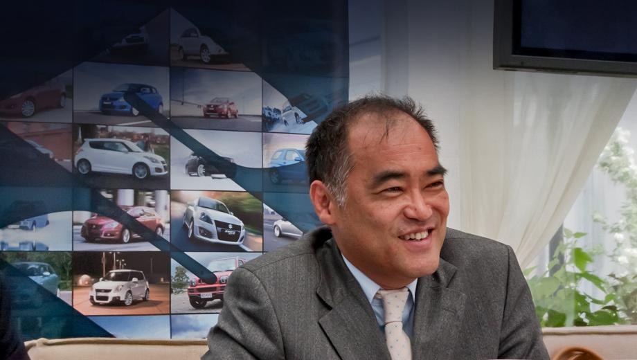 Suzuki splash,Suzuki jimny. Коичи Такакура уже 24 года в автомобильной индустрии. До назначения на пост главы марки Suzuki в России он успел потрудиться в Австрии, где отвечал за запуск продаж в этой стране машин Kia, затем в ICAB Group у себя на родине в должности исполнительного директора, а потом в автомобильном подразделении ITOCHU Group.