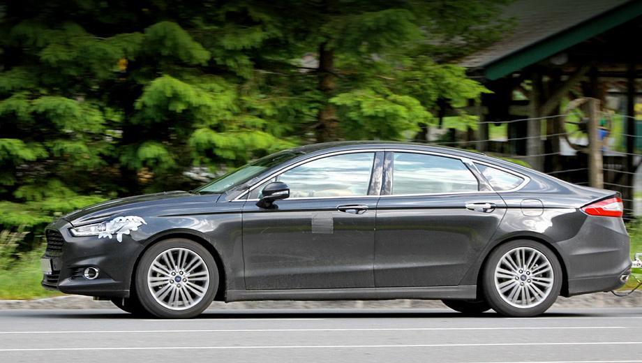 Ford mondeo. Длина новинки составляет 4869 мм против 4844 мм у седана нынешней генерации. Де-факто гигант сползает уже в E-класс, по позиционированию оставаясь в D.