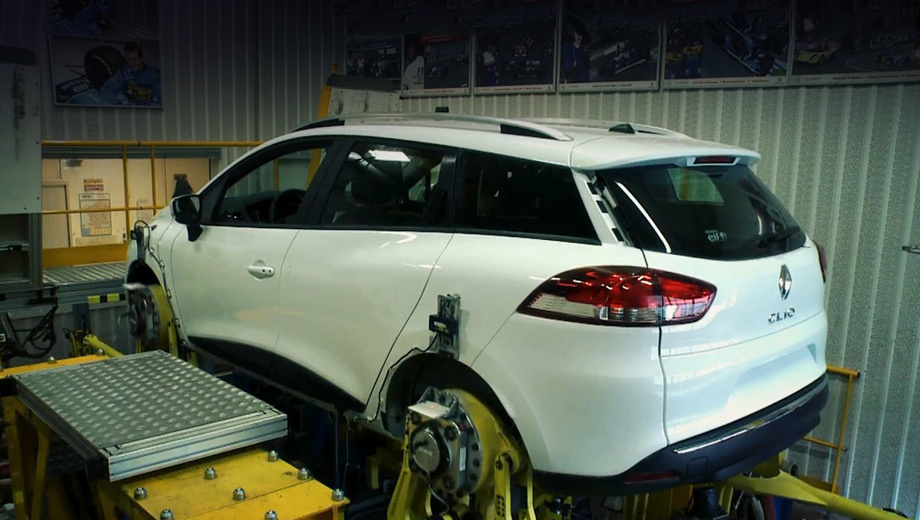 Renault clio. На скриншоте с видео можно рассмотреть новый универсал.