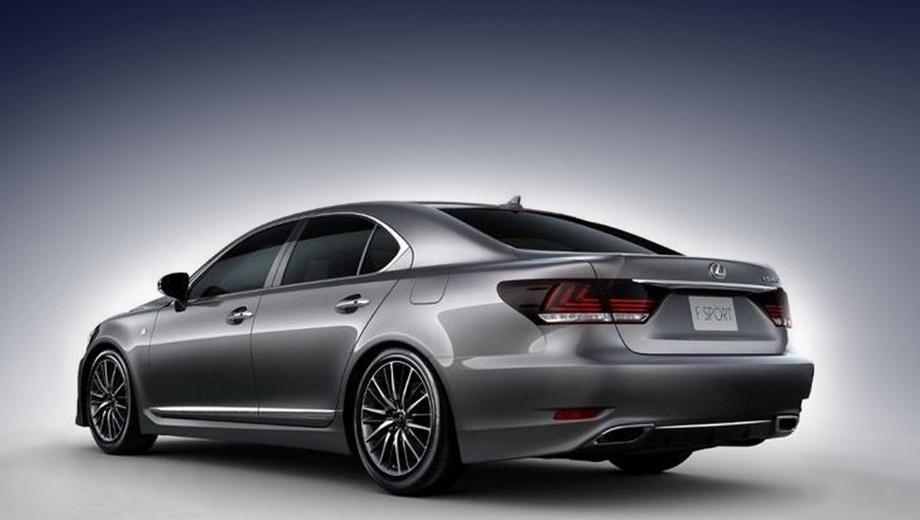 Lexus ls. Флагманский седан вполне ожидаемо получил фирменную решётку, выполненную в новом корпоративном стиле.
