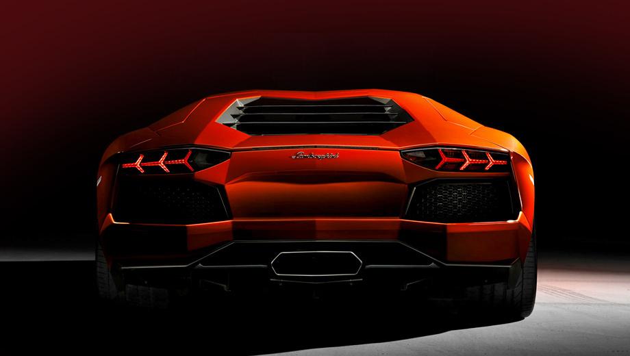 Lamborghini aventador. Обновлённый суперкар Aventador должен дебютировать на Парижском автосалоне осенью (на фото — текущая версия). Внушительный выхлоп недвусмысленно намекает, что на расход горючего такой автомобиль чихать хотел, это всё же не Prius, у машины совсем другая ниша и иная аудитория.