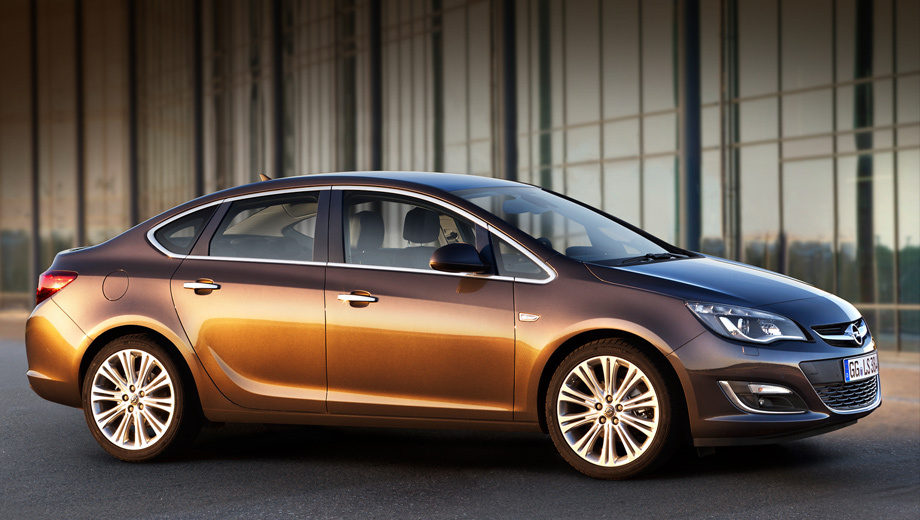 Opel astra. Дилеры начнут приём заказов на обновлённые машины с 1 августа.