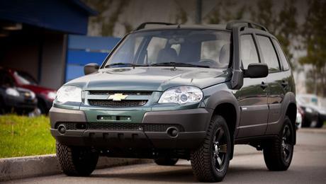 Chevrolet niva. Новая комплектация фактически повторяет ограниченную юбилейную серию Шеви Нивы, появившуюся в минувшем году. Но только окрашиваться Niva Limited Edition будет в четыре цвета: «Млечный путь», «Сочи», «Аустер» и «Кварц».