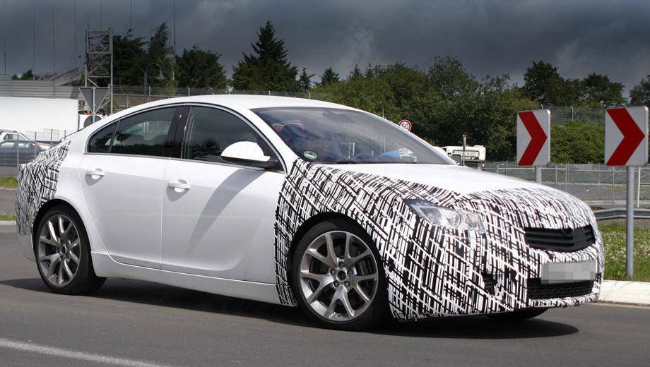 Opel insignia,Opel insignia opc. Судя по шпионским снимкам рестайлинговой модели Insignia OPC, дизайнеры решили изменить решётку радиатора и снабдить её крупными горизонтальными планками. Впрочем, на фото, может быть, мы видим ещё не окончательный вариант.