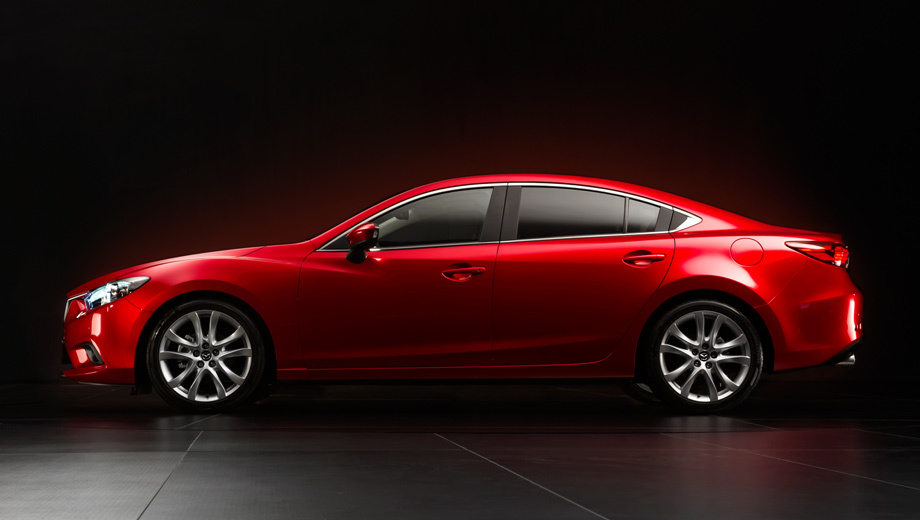 Mazda 6. Гармонично сложённый, попросту красивый автомобиль. Для моей первой в жизни съёмки в студии не придумать лучшей натурщицы.