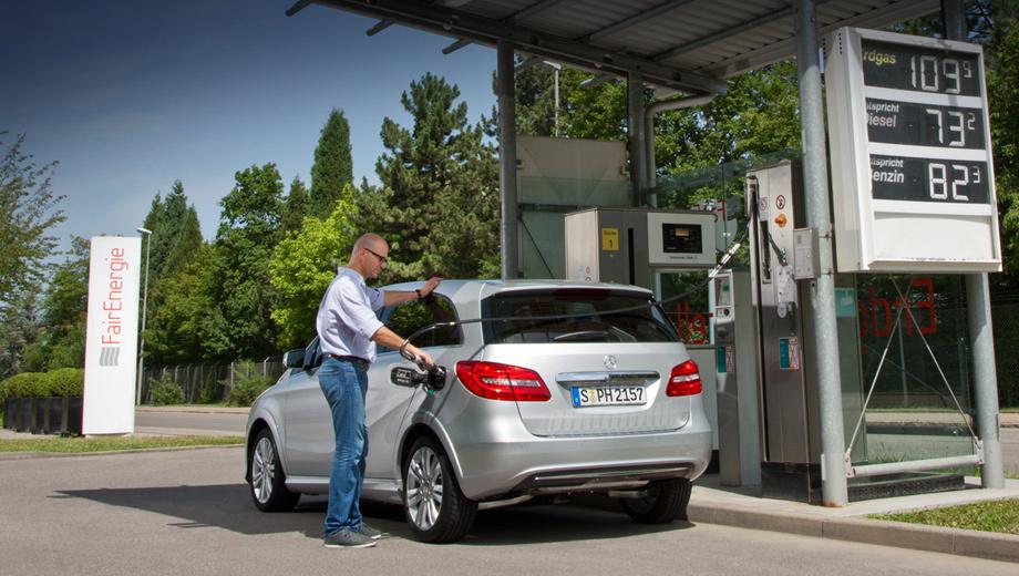 Mercedes b. Газовый B-Class расходует природный газ в темпе 4,2 кг/100 км и способен без дозаправки проехать около 500 км.