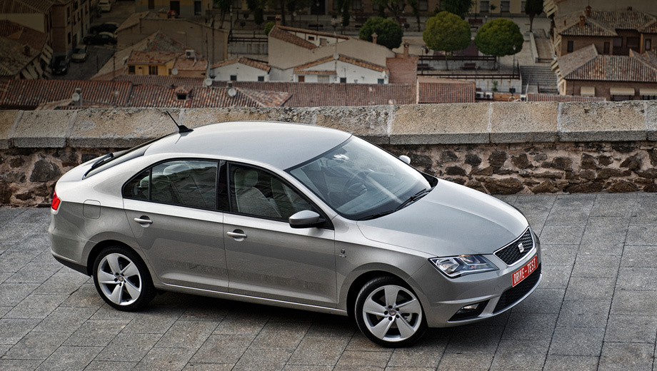 Seat toledo. В Испании и Португалии продажи лифтбека Seat Toledo начнутся в середине ноября 2012 года, а в начале 2013-го — и в остальных странах Европы. Россияне смогут заказать автомобиль с конца февраля 2013 года.