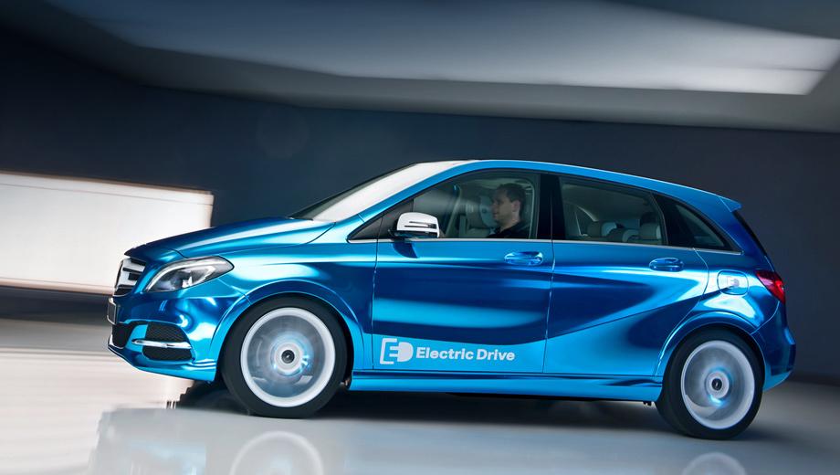 Mercedes b. Немцы называют новый концепт превью будущего серийного электрического B-класса. Заряжаться новинка может от обычной розетки на 230 вольт или от 400-вольтовой станции экспресс-зарядки.