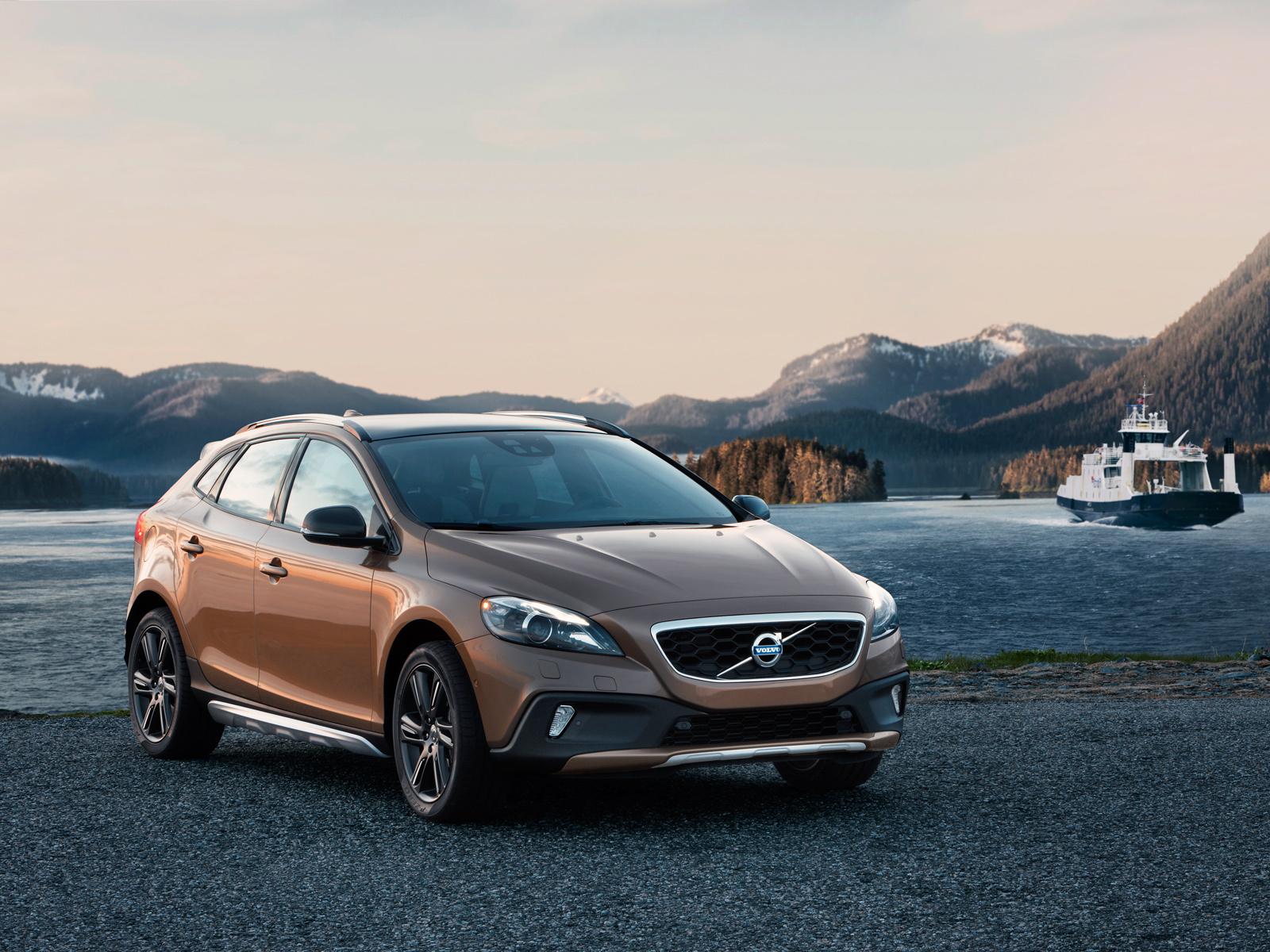 Огласили цены на Volvo XC40