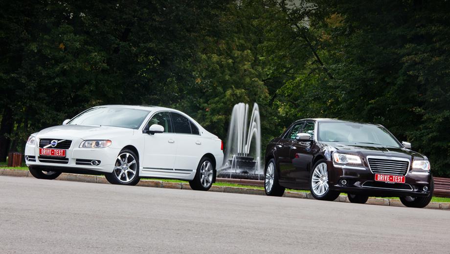 Chrysler 300c,Volvo s80. Седан Chrysler 300C вышел на мировой рынок в 2011 году, а Volvo S80 — в 2006-м. Но шведский автомобиль воспринимается более технологичным, качественным и проработанным в мелочах. «Восьмидесятка» и дороже — 2 099 000 (базовая версия с мотором T6) против 1 969 500 рублей.