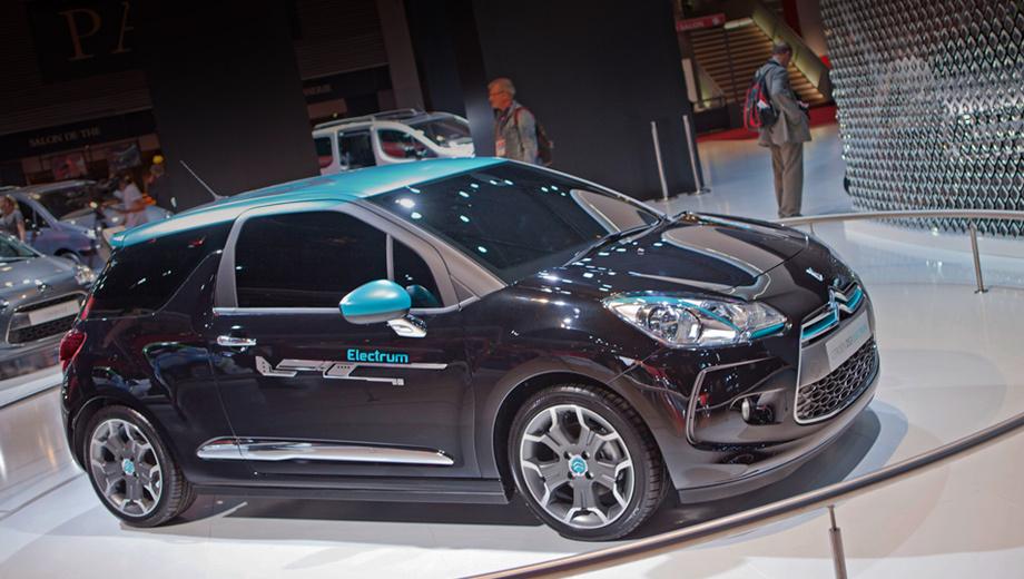 Citroen ds3,Citroen ds3 electrum. В Париже модель DS3 красуется не только как электромобиль (на фото), но и в виде кабриолета. Также во Франции показывают себя «собратья» по линейке: DS4 и DS5 представлены в лимитированной серии Pure Pearl.