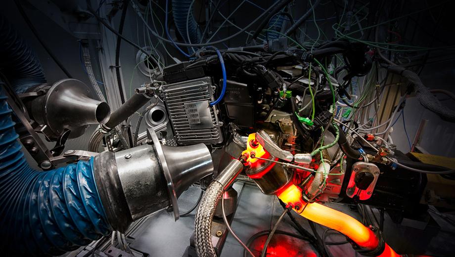 Mercedes a. Основная цель партнёров — втиснуть самые современные технологии в области ДВС в очень компактный объём.