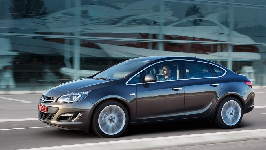 Opel astra,Opel astra opc. Cедан будет продаваться в Западной Европе, но доля трёхобъёмника не превысит 15% продаж всего семейства Astra. Цены в России — от 614 900 рублей.