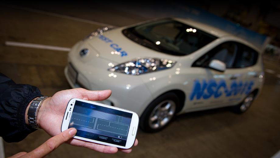 Nissan leaf. Владельцу автомобиля достаточно только подтвердить выбранное место для парковки, остальное машина проделает сама.