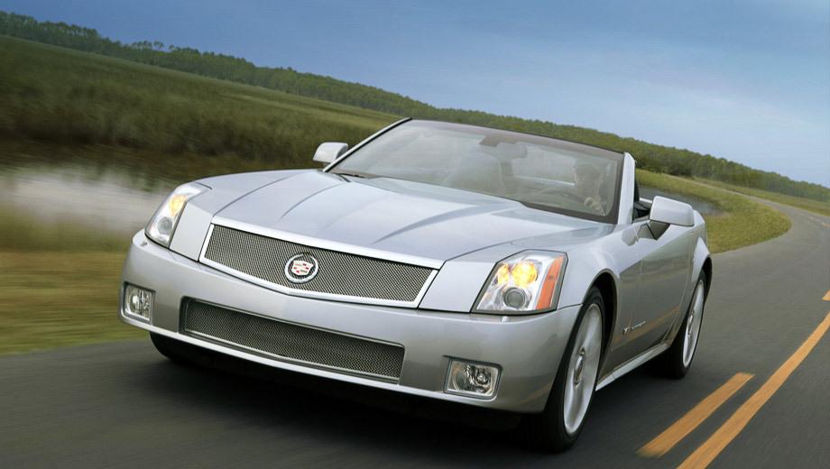 Cadillac xlr,Cadillac xlr-v. Родстер XLR и его «горячая» модификация XLR-V обладали очень хорошей для своего времени базовой начинкой — от кожаных сидений с подогревом и охлаждением до навигации и DVD-системы. Напомним, XLR появился в 2003 году, а XLR-V — в 2005-м.