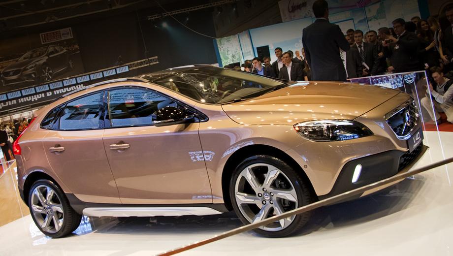 Volvo v40 cross country. Дорожный просвет увеличен на 40 мм по сравнению со стандартным хэтчбеком Volvo V40.