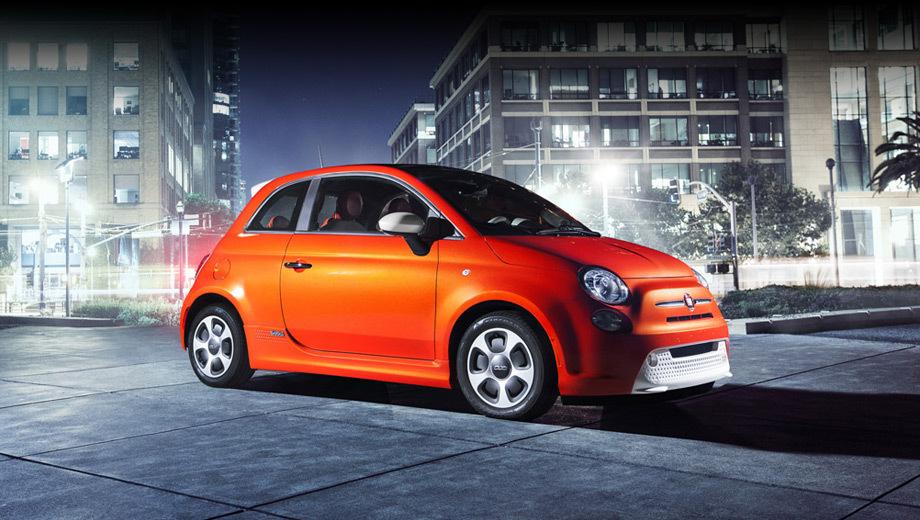 Fiat 500,Fiat 500e. Официальный дебют автомобиля должен состояться на автошоу в Лос-Анджелесе через две недели. Кроме того, кроха засветится на церемонии вручения премии American Music Awards 18 ноября.
