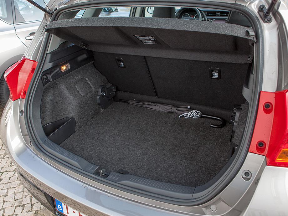 Toyota Аурис объем багажника