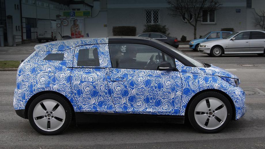 Bmw i3. На борту предсерийного экземпляра BMW i3 REx не зря виднеется два лючка: один скрывает розетку, второй — заправочную горловину бака.