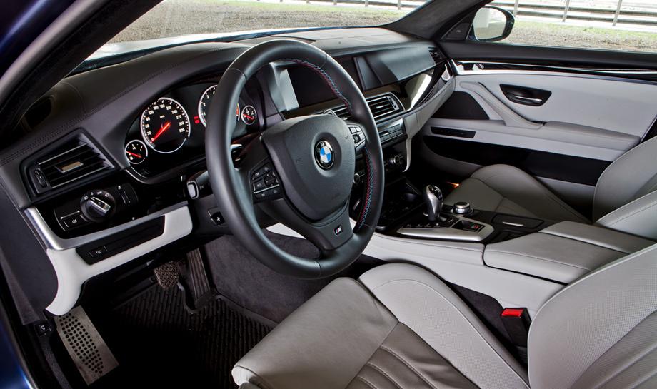 Рассматриваем с разных сторон спортседан BMW M5