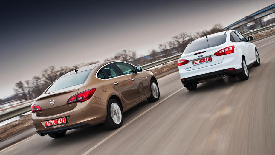 Ford focus,Opel astra. В семействе «третьего» Фокуса на седан в 2012 году пришлось 43% продаж (на хэтчбек — 47%) — без малого 40 тысяч машин. Всего же за этот период Ford продал 92 219 Фокусов, включая универсалы. Семейство Opel Astra (хэтчбеки, универсалы и кабриолеты прошлого поколения) в 2012-м разошлось тиражом 52 330 штук.