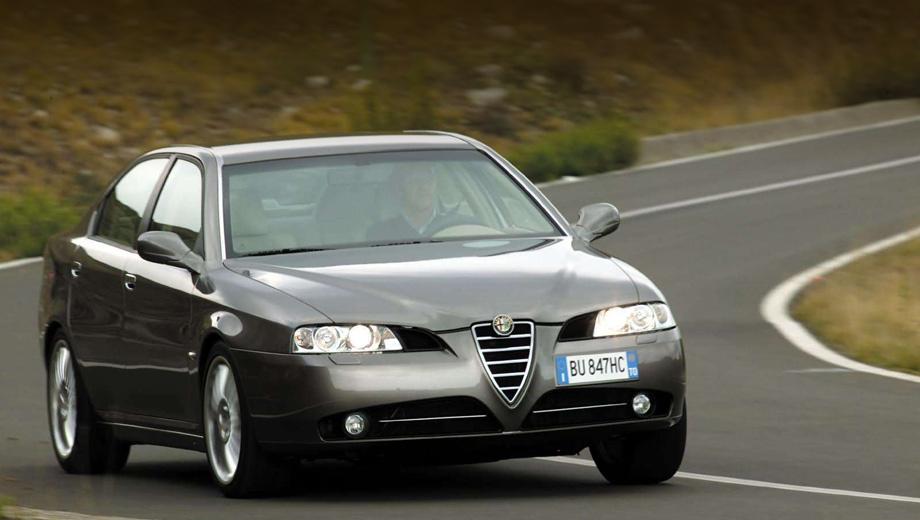 Alfaromeo 169. Выход самой крупной Альфы ранее осторожно намечался на 2016 год, но, похоже, ждать придётся чуть меньше. На снимке предшественник — седан Alfa Romeo 166, выпускавшийся с 1998 по 2007 год.