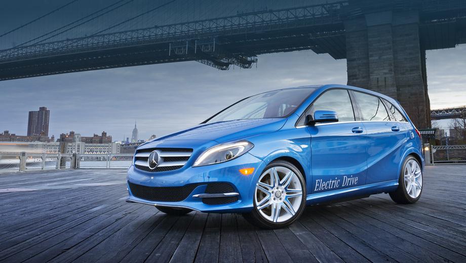 Mercedes b,Mercedes b electric drive,Mercedes b electric. Издали новичка можно опознать по изменённому бамперу и оригинальным колёсным дискам.