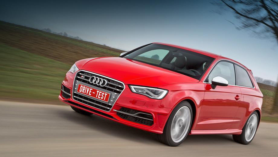 Audi s3,Audi rs6. Заказы на трёхдверку Audi S3 в России начнут принимать во второй половине весны 2013 года, а «живые» машины появятся летом (пятидверка — осенью). Стартовая цена не озвучена, но она едва ли будет меньше 1,7 млн рублей. А в Германии «эс-третья» уже продаётся и оценивается в 38 900 или 39 800 евро в зависимости от типа кузова (хэтчбек с тремя или пятью дверями).