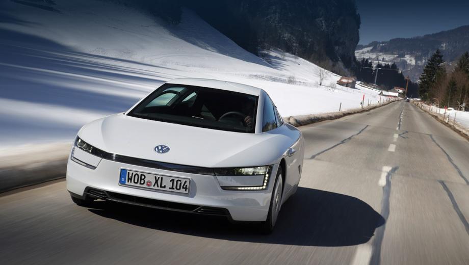 Volkswagen xl1. В марте текущего года первые 13 экземпляров XL1 проехали из Люцерна в Женеву, доказав свою пригодность для повседневного использования, в том числе в альпийской местности.