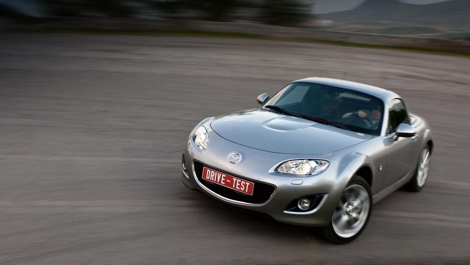 Mazda mx-5. Двухлитровый двигатель в 160 л.с. — не бог весть что. Но для заднеприводной машины массой 1090 кг это пропуск в молодёжную лигу спорткаров. Разгон до сотни — за 7,9 с.