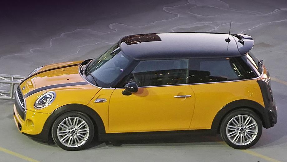 Mini cooper. Внешне автомобиль довольно заметно преобразился, однако остался узнаваемым. Фанатам марки это должно прийтись по вкусу.