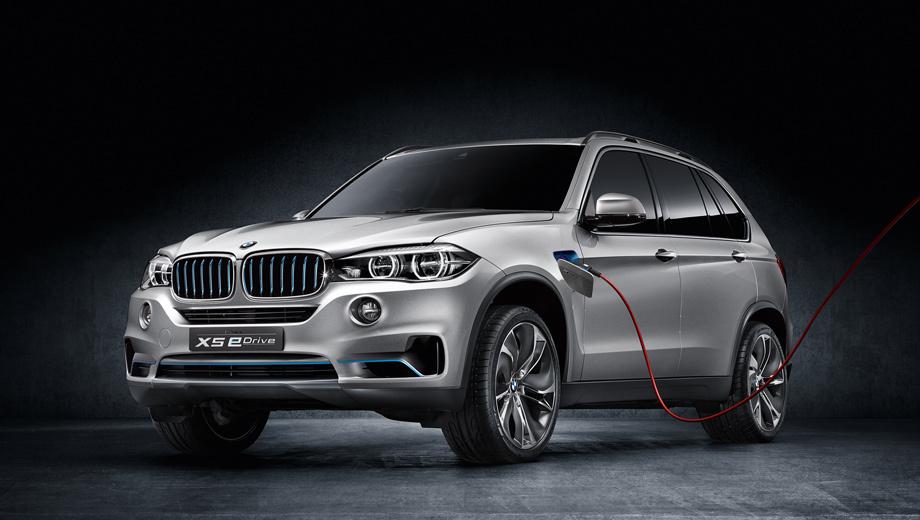 Bmw x5,Bmw x5 edrive. Внешне от исходного кроссовера гибрид отличается несколькими голубыми штрихами на бамперах и решётке радиатора, выполненными в тоне, придуманном специально для экологичного суббренда BMW i. Также тут стоят оригинальные рейлинги и разработанные для данного концепта обтекаемые 21-дюймовые колёсные диски.