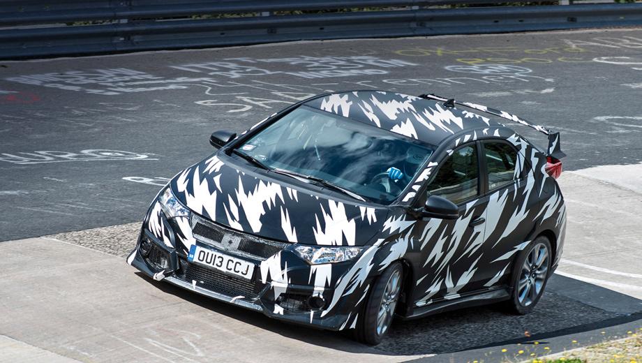 Honda civic type r. На официальных снимках новинка предстаёт пока в камуфляже. Очевидно, что от стандартного хэтчбека версия Type R будет отличаться более агрессивным обвесом.