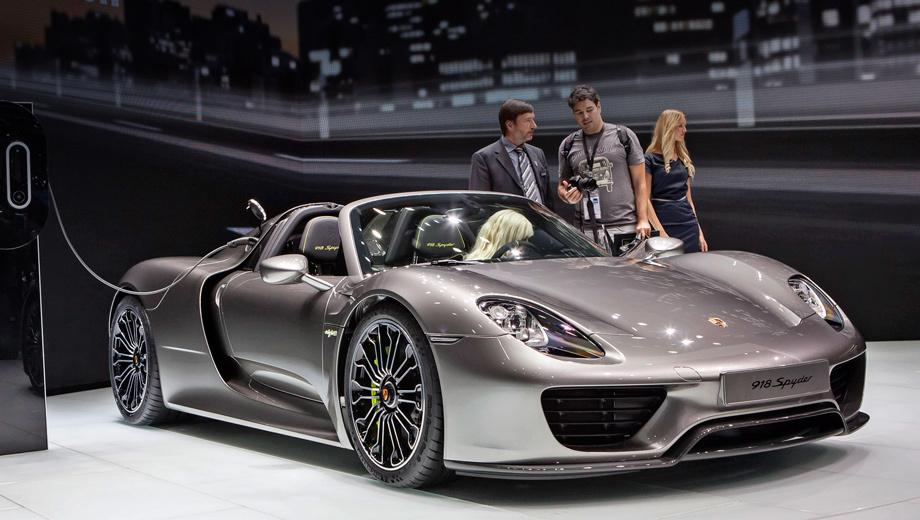 Porsche 918. Все основные данные 918-го были объявлены ещё в мае, а дебют серийной версии на широкой публике состоялся только что, на салоне во Франкфурте.