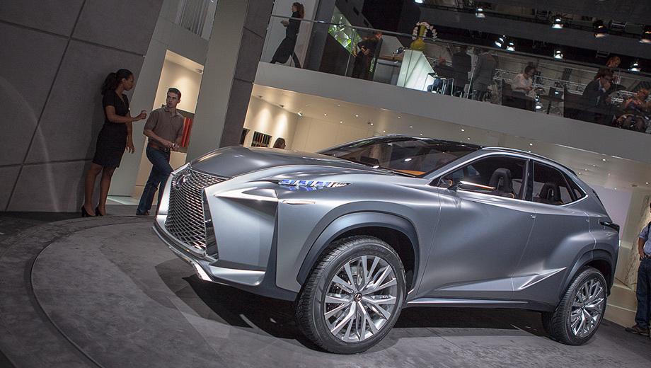 Lexus lf-nx. Завлекать покупателей планируется именно дизайном. В классе компактных кроссоверов у новинки Лексуса будет много сильных конкурентов, но своего покупателя он точно найдёт.