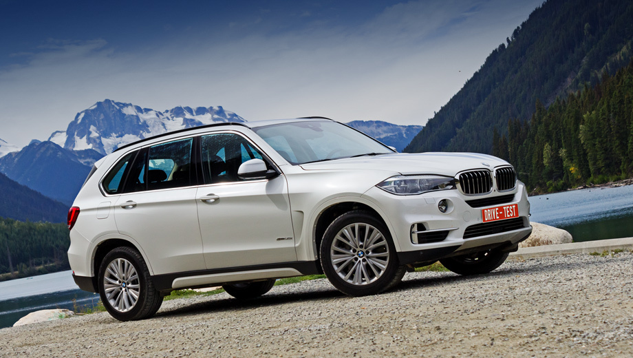 Bmw x5. Российские продажи кроссовера BMW X5 третьего поколения начнутся в ноябре 2013 года, но первые заказанные машины доедут до своих владельцев в январе 2014-го. Цены пока не объявлены, но известно, что россиянам сначала предложат кроссоверы в исполнениях xDrive30d, xDrive50i и xDriveM50d.