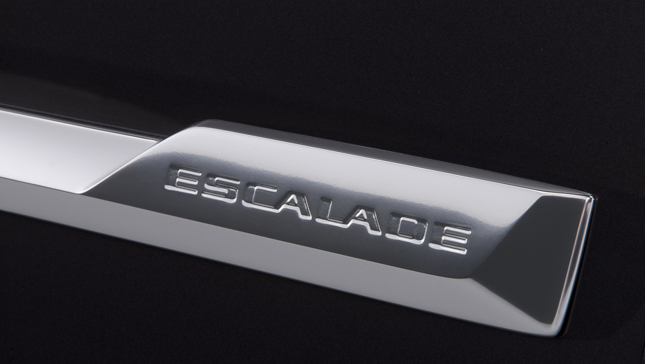 Cadillac escalade. Помимо фар концерн GM расщедрился на шильдик Escalade.