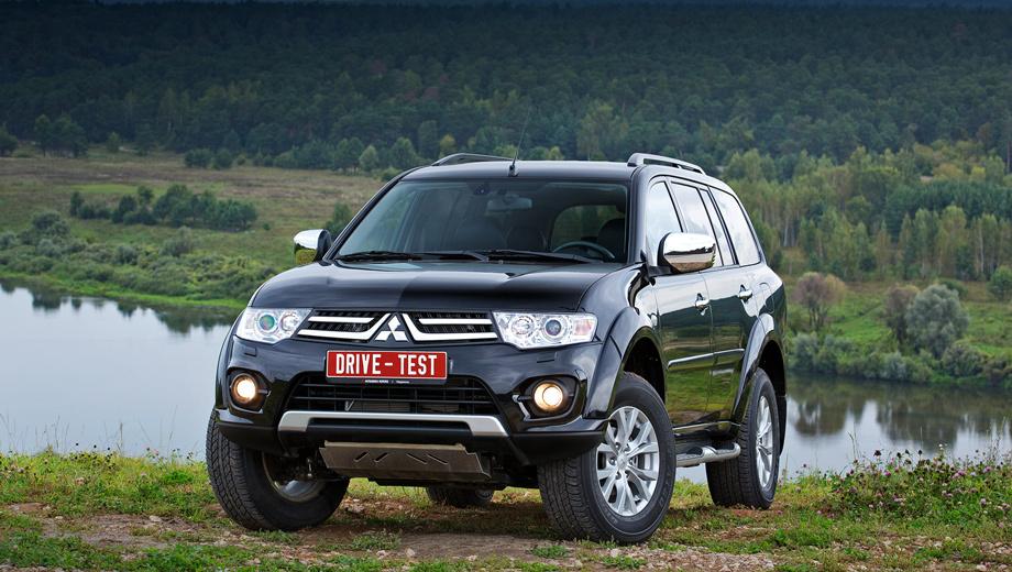 Mitsubishi pajero sport. По продажам кроссоверов и внедорожников в России компания Mitsubishi занимает уверенное третье место. С января по август 2013 года реализовано 44 317 машин. Впереди только Toyota (57 077 штук) и Nissan (46 553).