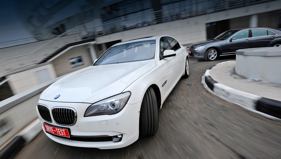 Bmw 7,Bmw 7mercs,Mercedes s. Седан BMW 750Li опережает Mercedes S 500 L по производительности управляющей электроники. А система iDrive увлекает не хуже компьютерной игры. Но Mercedes даст «семёрке» фору по ощущению статуса.