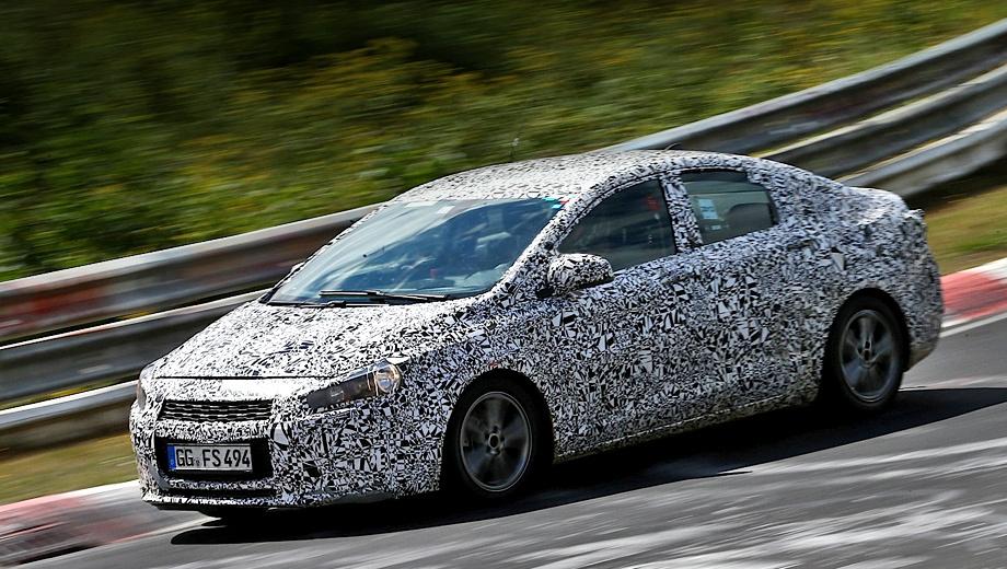 Chevrolet cruze. Внешность нового поколения Круза пока тщательно спрятана от посторонних глаз под камуфляжной плёнкой.