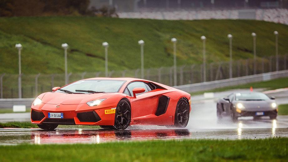 Lamborghini gallardo,Lamborghini aventador. Всепогодный имидж — ничто. Дождевой трек выводит Lambo на чистую воду: полноприводные суперкары жаждут сухой дороги.