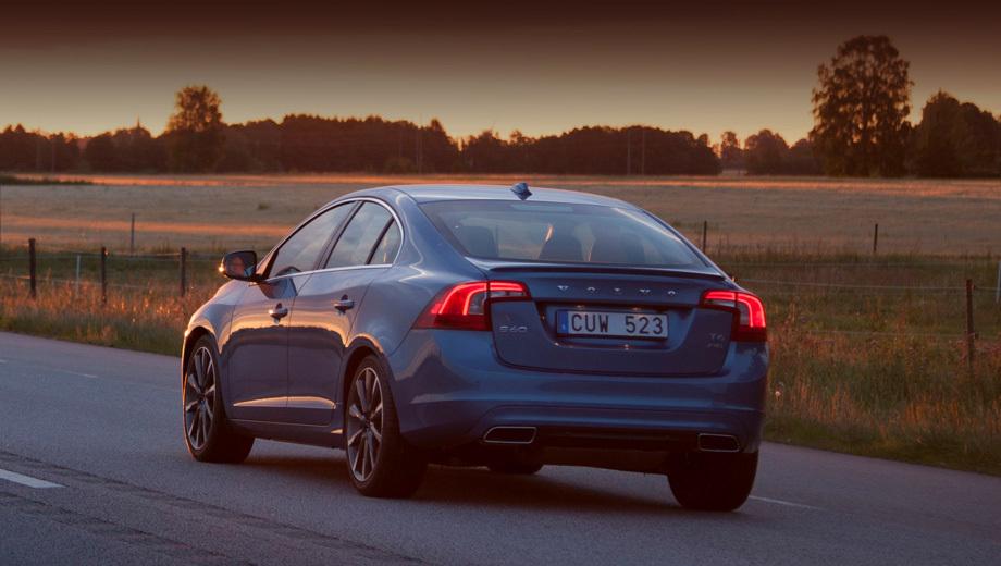 Volvo s60. Модель Volvo S60 T6 с двухлитровой «четвёркой», оснащённой комбинированным наддувом, на данный момент — самая мощная вариация обновлённой модели. С 0 до 100 км/ч она ускоряется за 5,9 секунды.