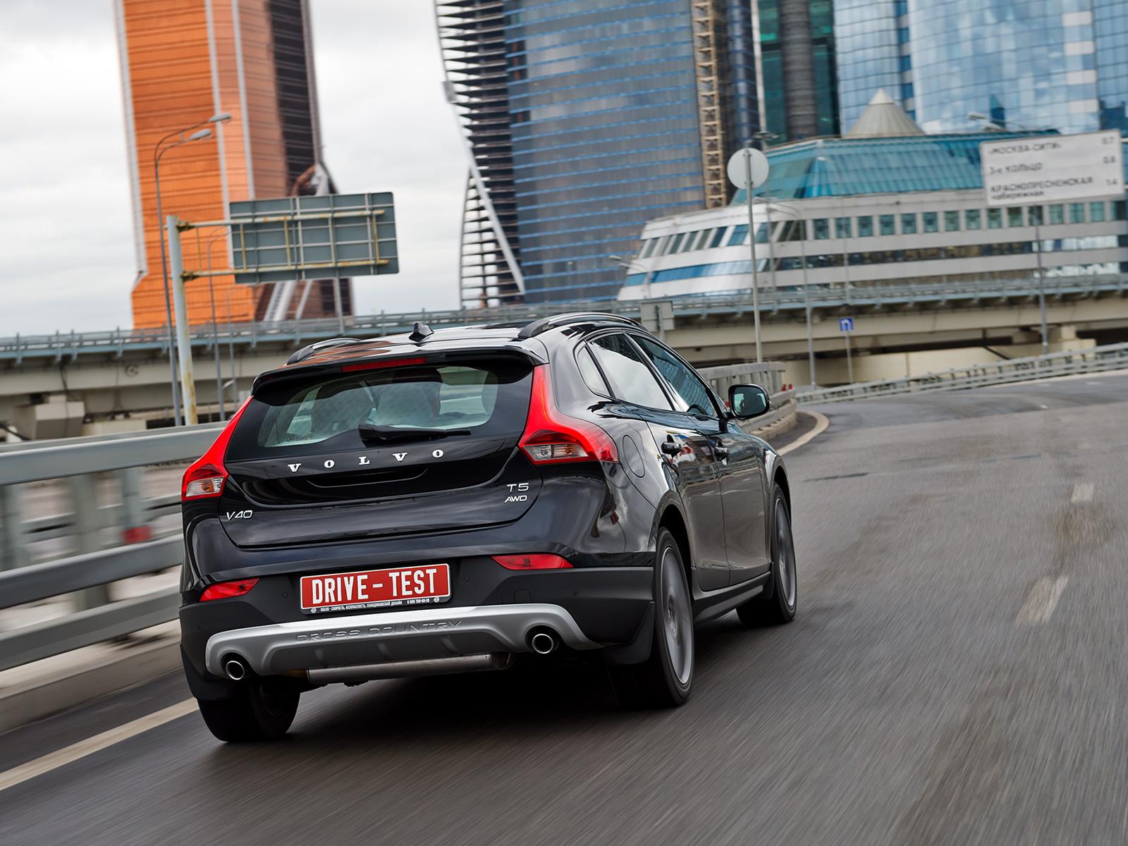 Volvo работает над кроссовером и пятидверной версией хэтчбека С30 63