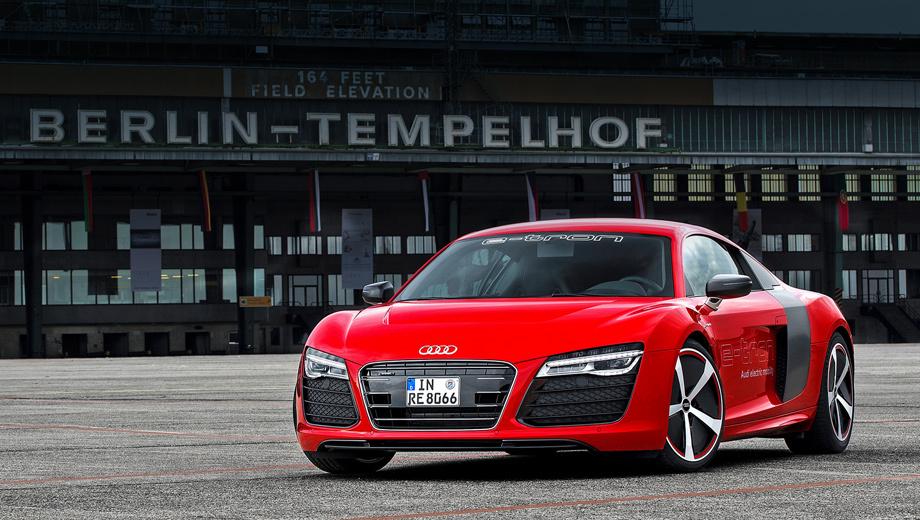 Audi e-tron,Audi r8. Для журналистов главной моделью на семинаре Audi Future Lab по понятным причинам было купе Audi R8 e-tron. Ещё бы, ведь в мире существует лишь дюжина таких машин ценой более миллиона евро. Для организаторов же важнейшим в лаборатории был совсем другой автомобиль.