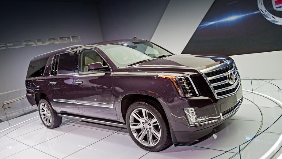 Cadillac escalade. Полностью светодиодное внешнее освещение во многом задаёт характер машины. На самых дорогих версиях тут даже появилась светодиодная подсветка дверных ручек.